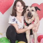 """Kacztery (https://schroniskopromyk.pl/kacztery/) Kacztery to pies, co jak kocha… to tak, jak tylko pies może kochać. A kocha tylko """"swojaków"""", bo na przelotne znajomości to on nie ma czasu. Jeśli czujesz, że chcesz sobie zapracować na miłość Kacztery – to duża szansa, że Kacztery pokocha i Ciebie <3"""